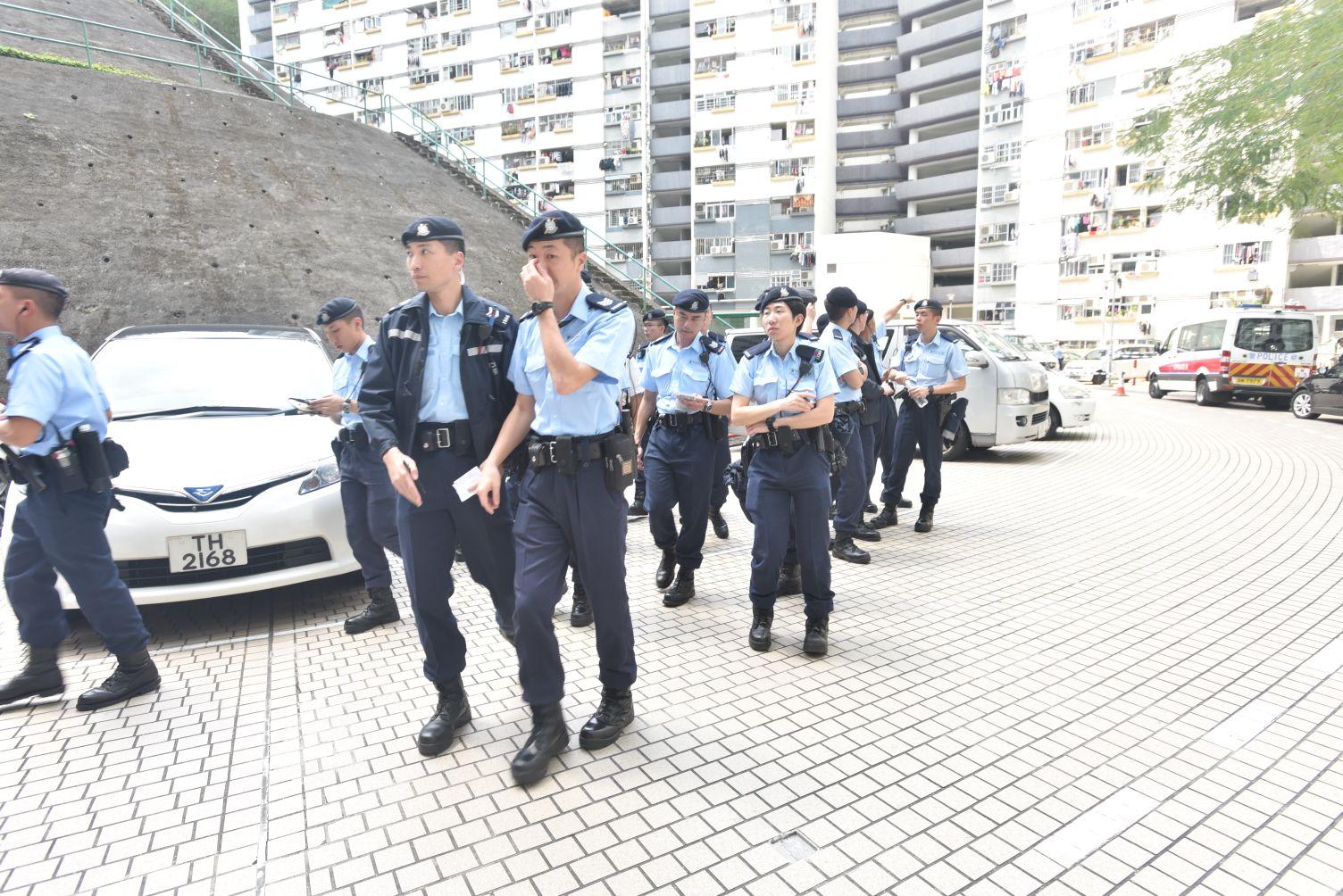 約20名機動部隊警員到場。楊偉亨攝
