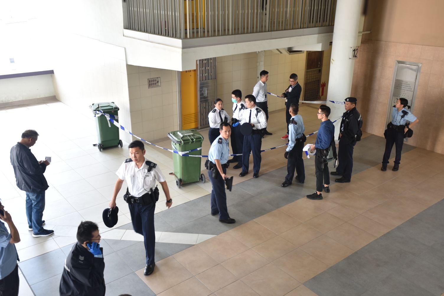 大批警員到場調查。楊偉亨攝