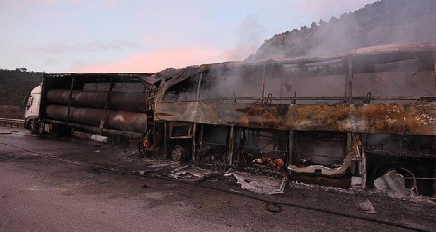 土耳其有巴士撞向貨車至少13死20多人傷。網上圖片