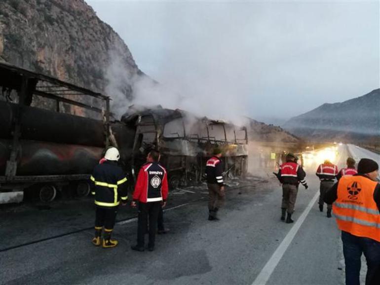 土耳其有巴士撞向貨車 造成13死20傷。網上圖片