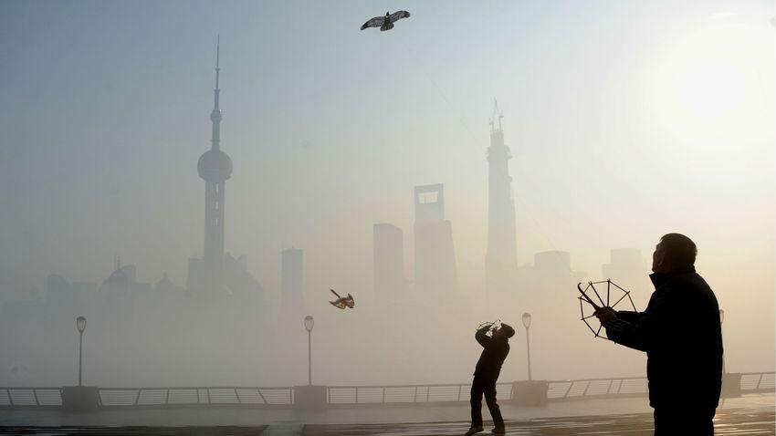 美國學者中國民眾因改善空氣污染可多活2.4年。AP圖片