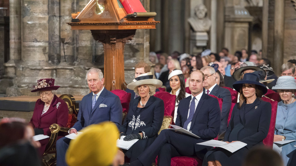 伊利莎白二世與皇室成員盛裝出席。AP圖片