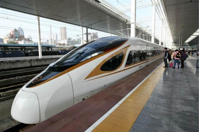 内地新款的復興號高鐵列車組。新華社