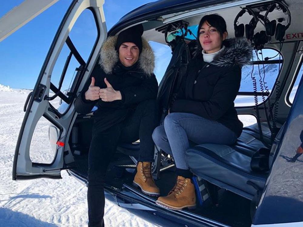 坐直升機遊冰島!