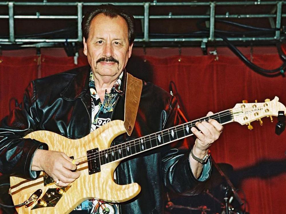 Nokie Edwards前日離世,終年82歲。