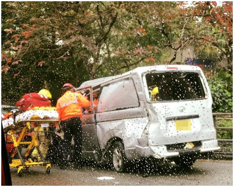 大批消防員及救護員到場。圖:網民Irene  Ng