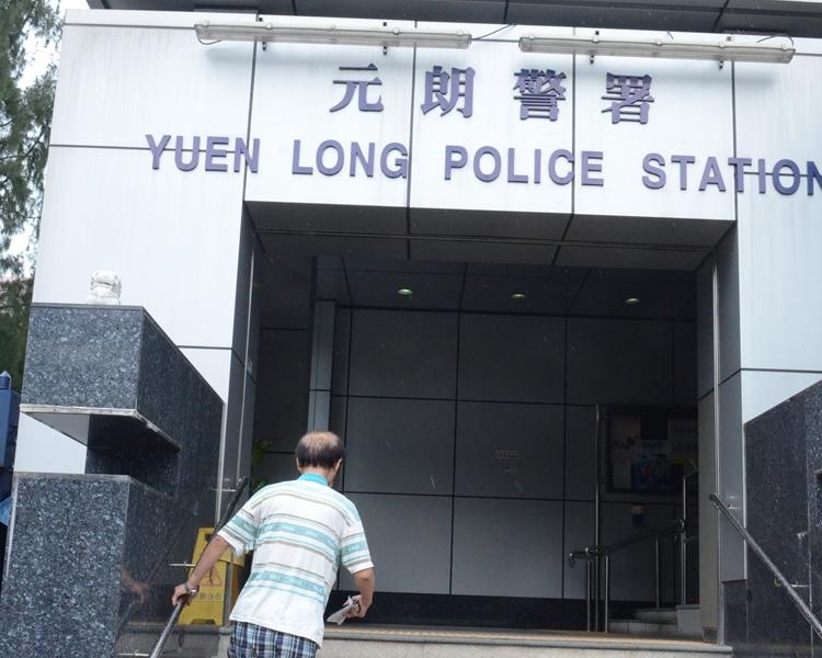 警方正翻查閉路電視追緝兇徒。