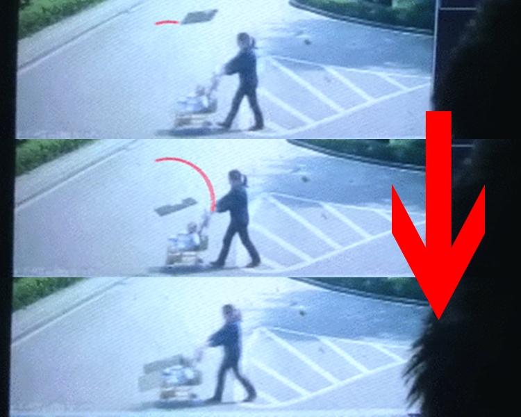 嬰兒車被墜下的木板砸中。片段截圖