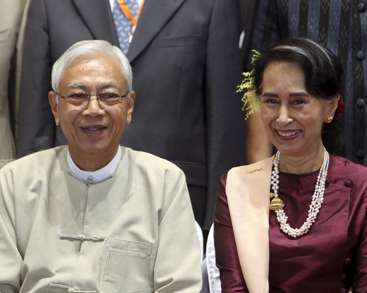 廷覺(左)辭職後7天內將有人繼任,惟昂山蘇姬(右)受憲法限制無法選總統。AP