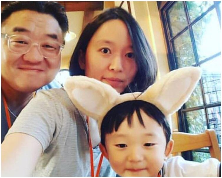 被告及兩名死者在網上不時放上家庭照。資料圖片