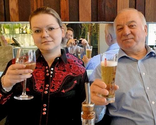 斯克里帕爾(右)及其女兒尤利亞。網圖