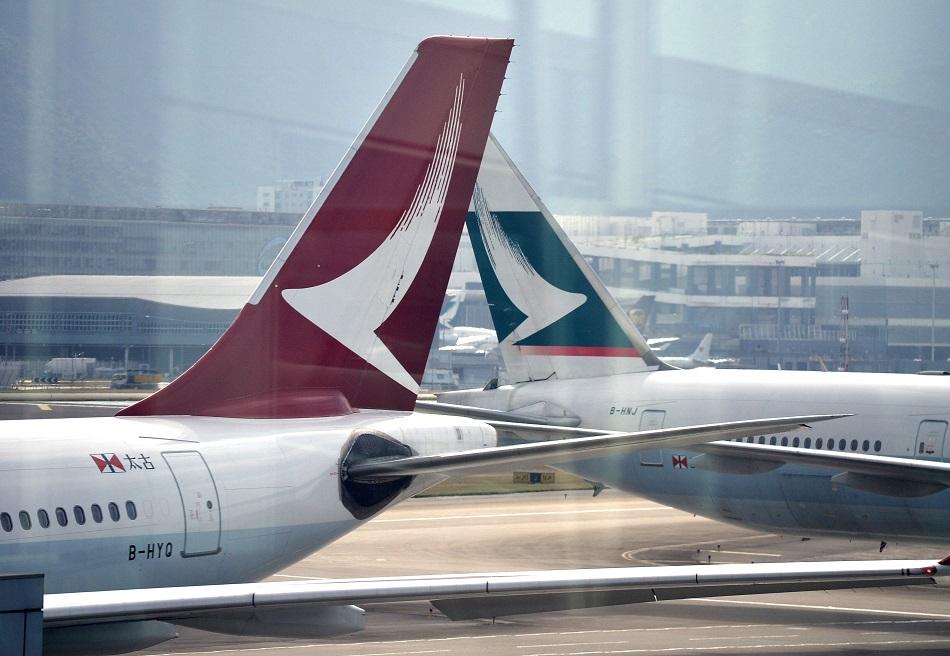 港龍航空空姐將獲准選擇穿長褲當值。資料圖片
