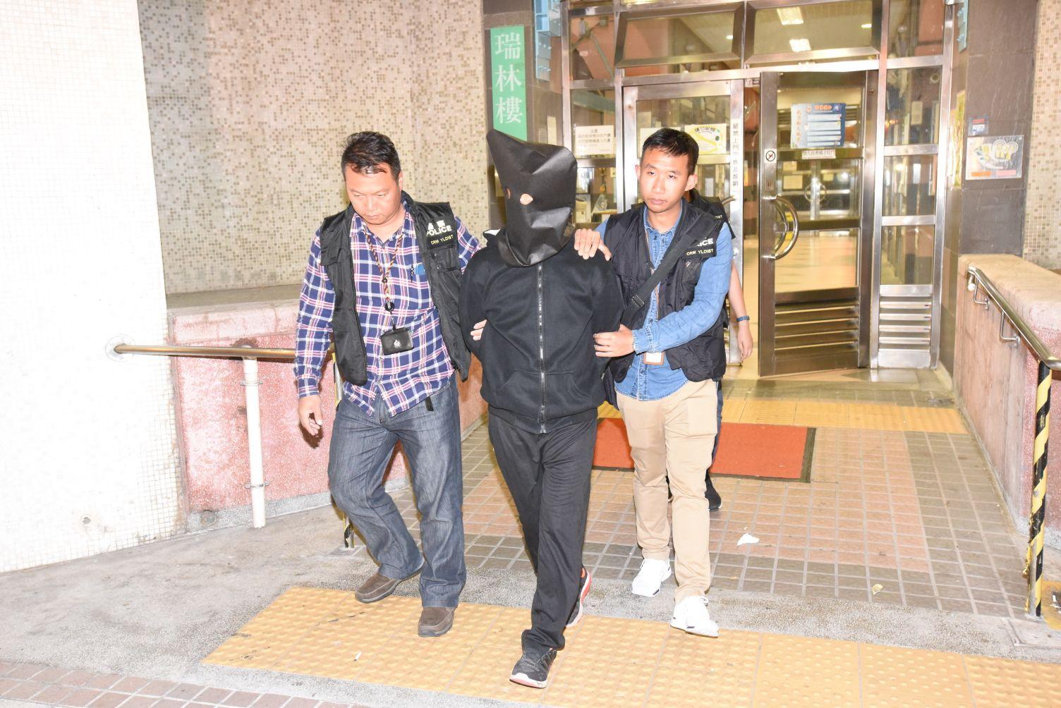 疑犯被押返寓所搜查後離開。