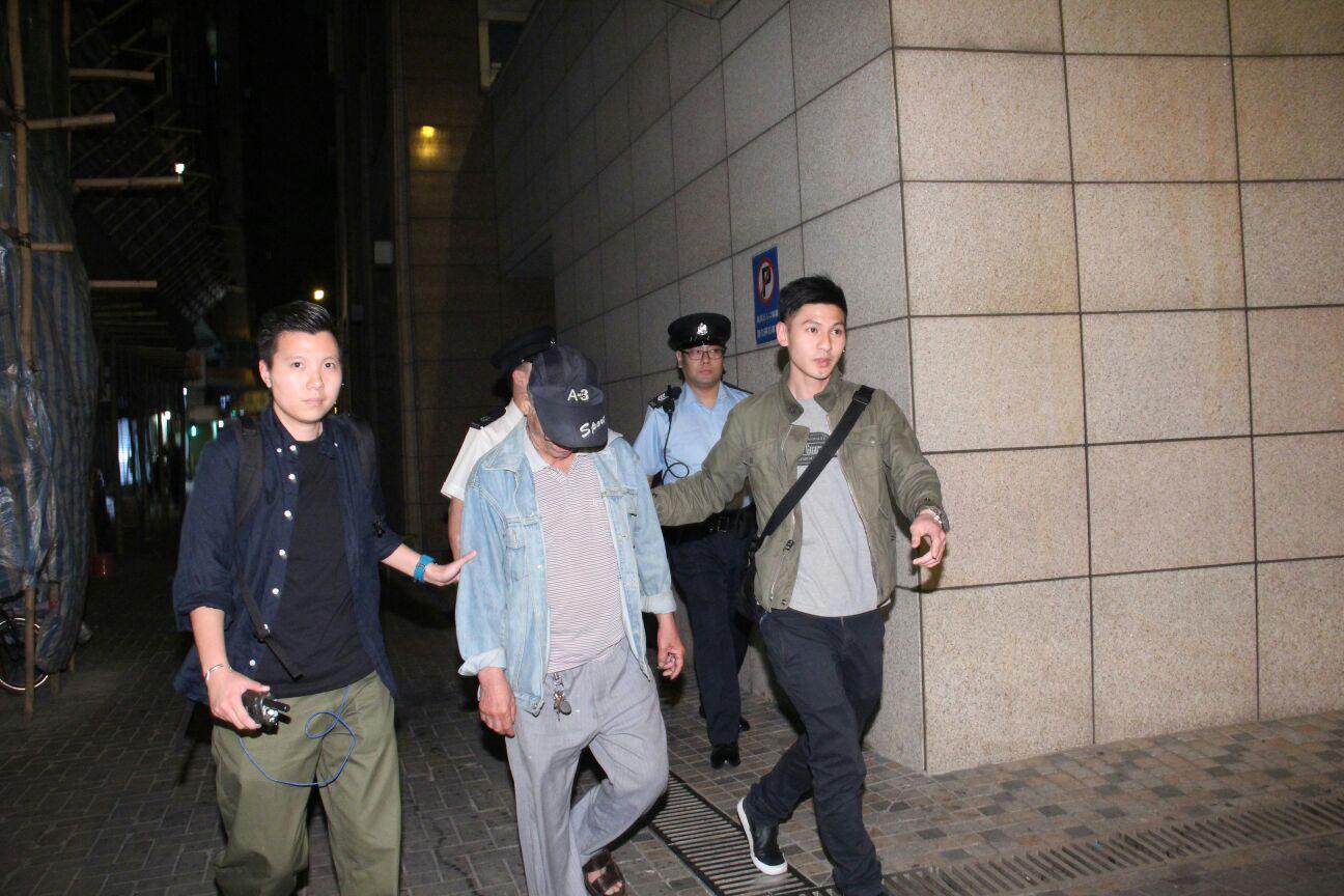 涉案老翁被警方拘捕。