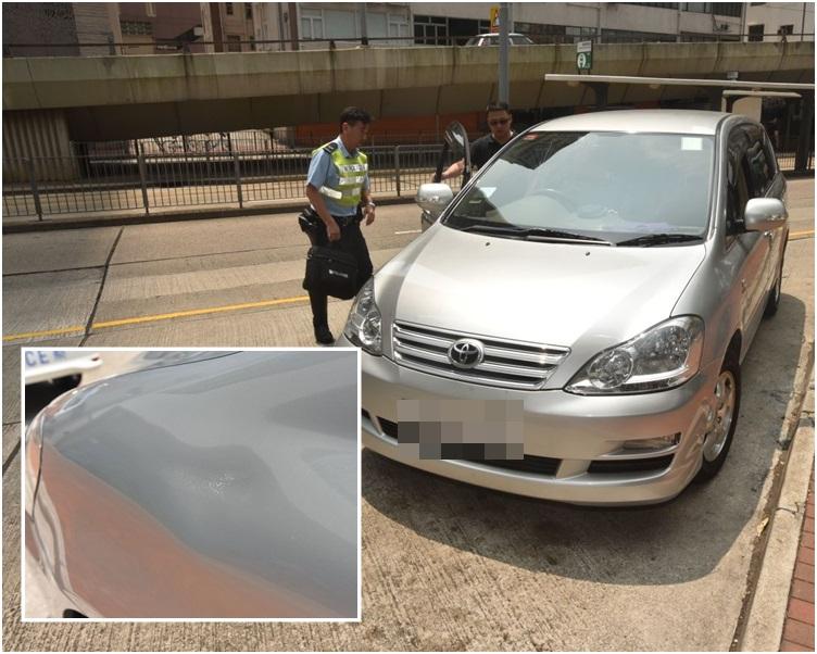 小圖,意外中,七人車車身凹陷。