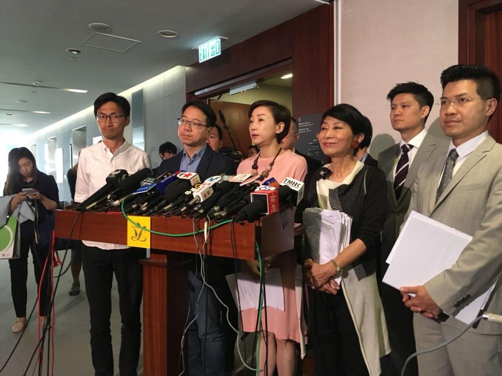 陳淑莊表示,現時的一地兩檢條例是最難打的戰役。