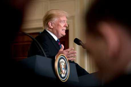 特朗普表示,他將動用軍隊保護美國與墨西哥接壤的邊界,直到美墨邊界圍牆築起,「適當安全」措施到位為止。AP
