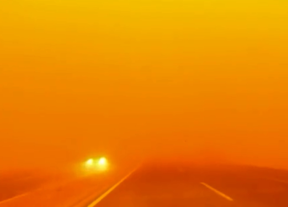 天地一片橙紅色。網圖