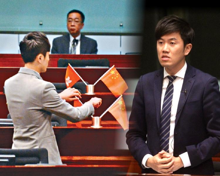 立法會議員鄭松泰於2016年10月在立法會議事廳內,倒插建制派議員桌上的國旗及區旗。資料圖片