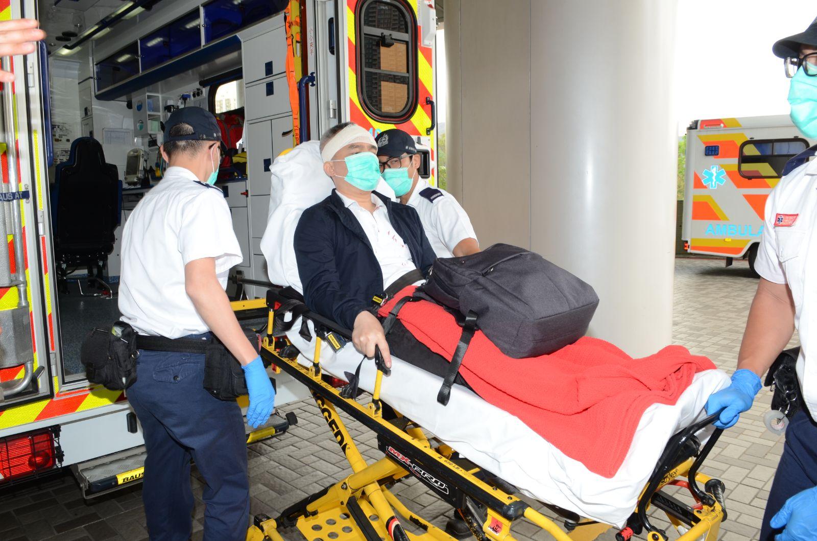 男子被兩名南亞人士搶劫打傷頭部,事後送院。 歐陽光偉攝