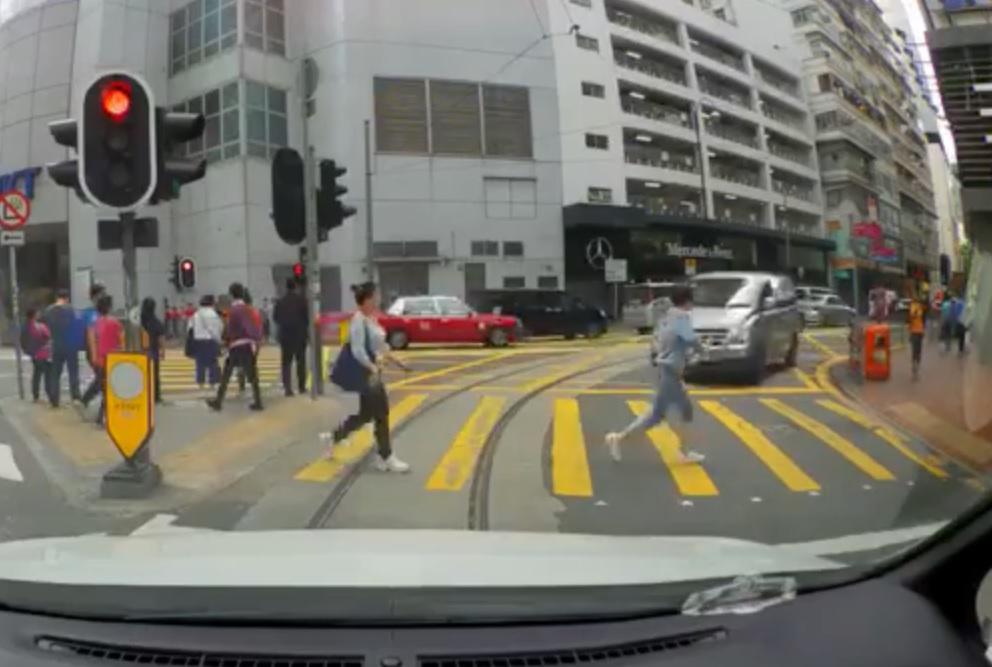 客貨車錯誤從禮頓道轉入波斯富街。fb小心駕駛圖片