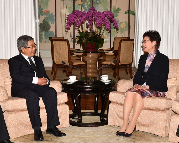 行政長官林鄭月娥(右)與國家教育部部長陳寶生(左)會面。政府新聞處相片