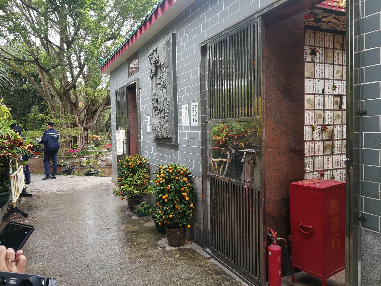 警方拘捕了一名疑匪。  梁峰國攝