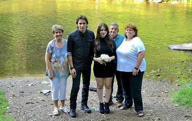 普拉度與凱蒂於2017年7月結婚。普拉度的母親及凱蒂的養父母亦有出席。