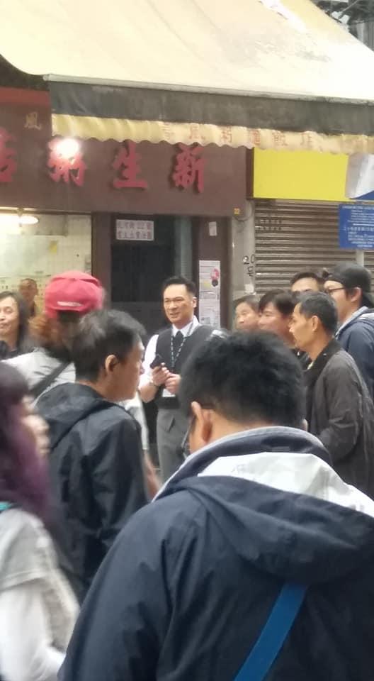 現場附近有電影攝製隊正在拍攝警匪場面,演員包括吳鎮宇及張智霖。網民Kenlee Lee攝。