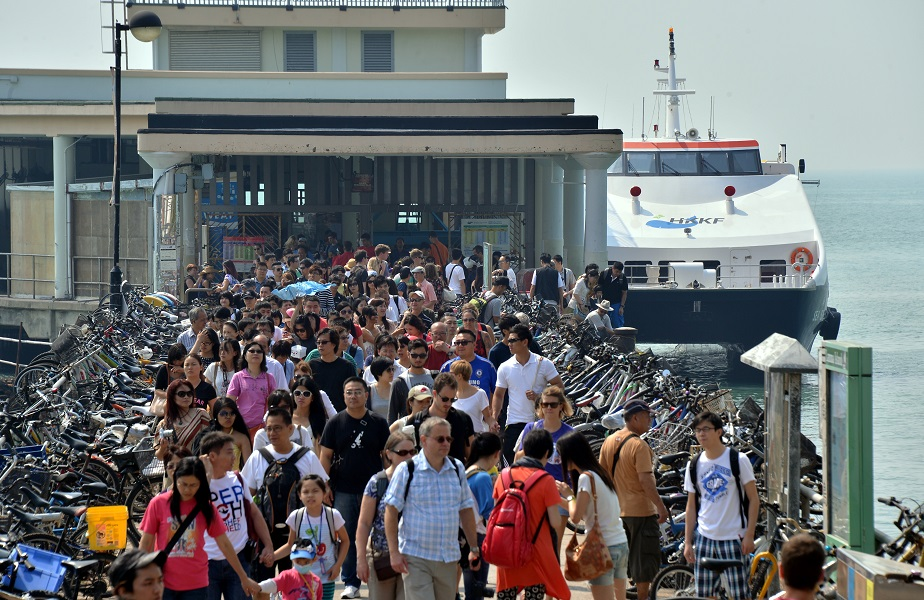 政府提升碼頭工程,以榕樹灣作試點,預計2020年完工。資料圖片