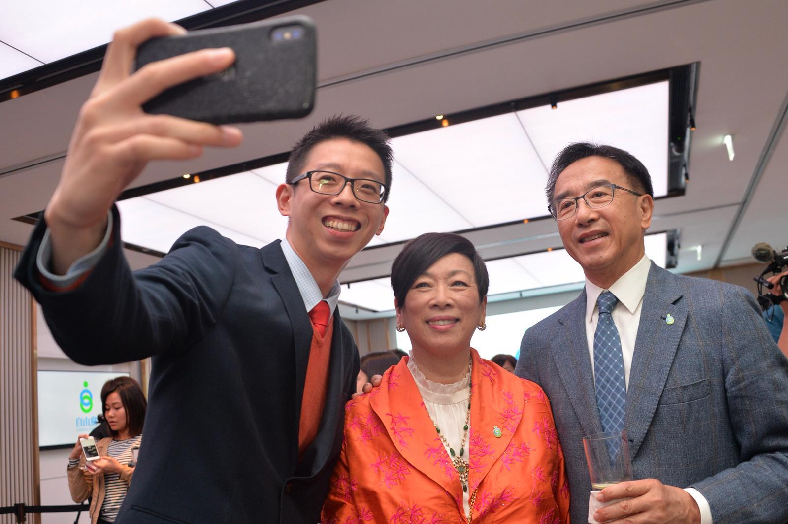 自由黨榮譽主席周梁淑怡(中)以及榮譽主席田北俊(右)。