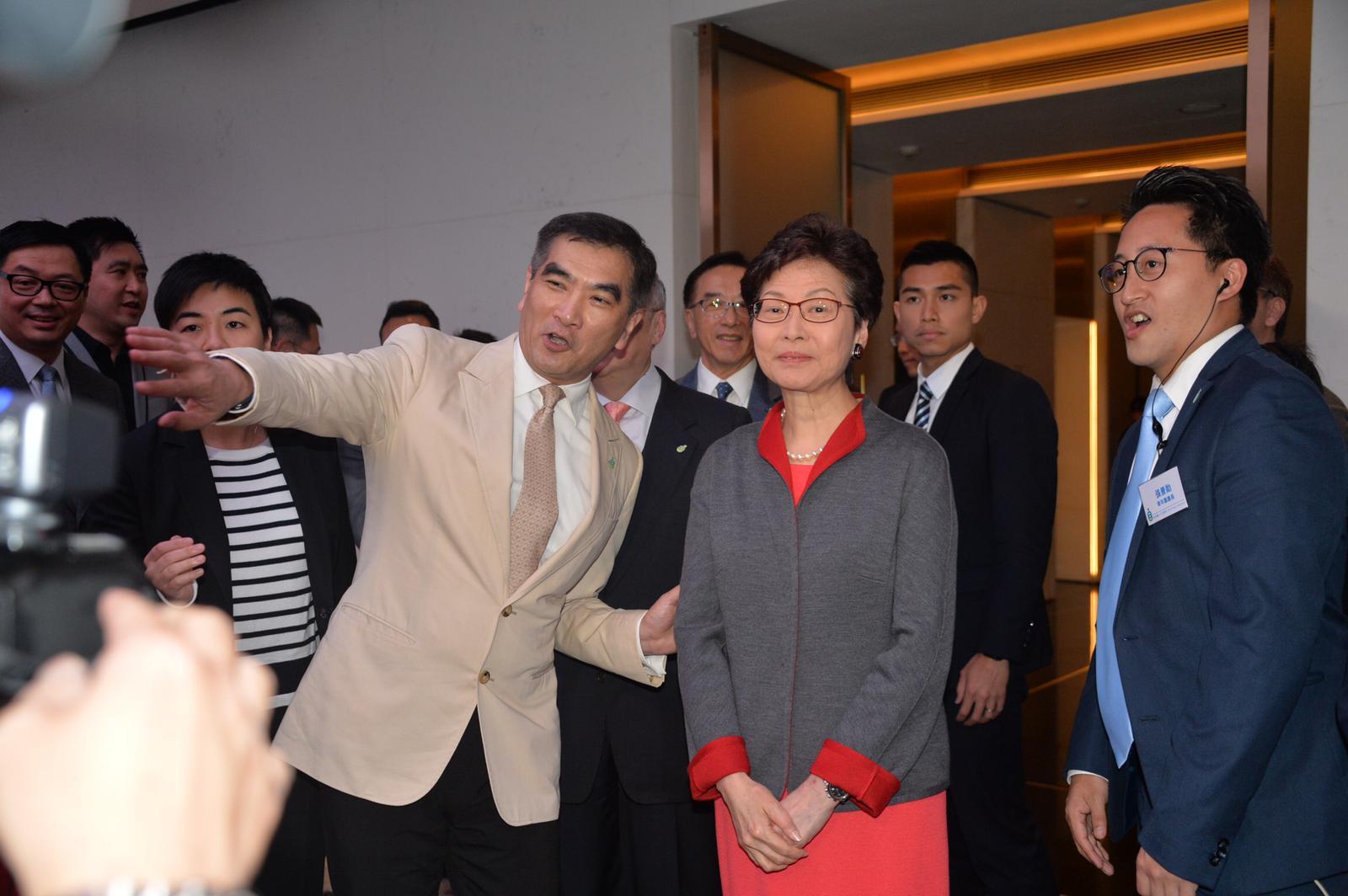 林鄭月娥(中)出席自由黨酒會