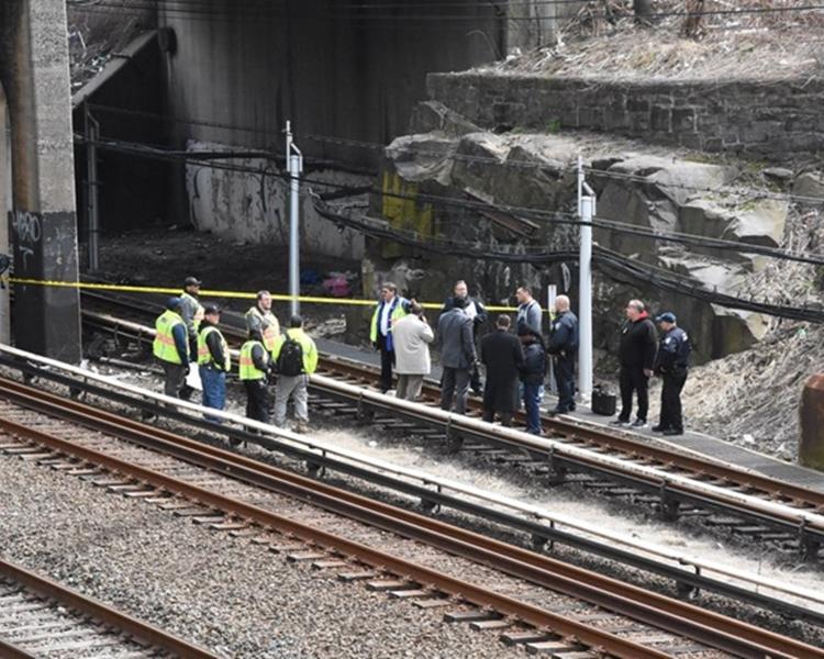 Tonnelle大道橋下的鐵軌附近發現嬰兒屍體。網圖