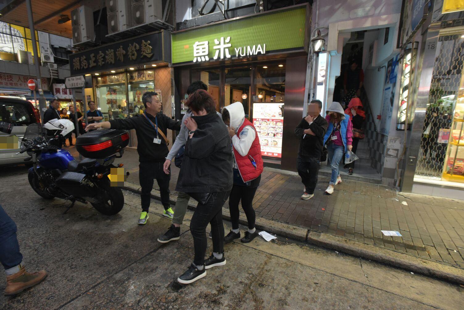 警拘捕11名男女。黃文威攝