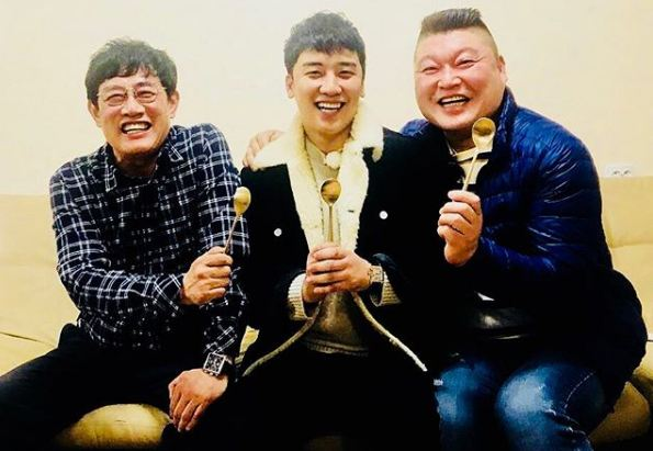勝利晒與李京奎、姜虎東出演的節目。