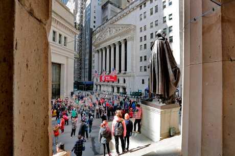 美股三大指數周一上升。AP