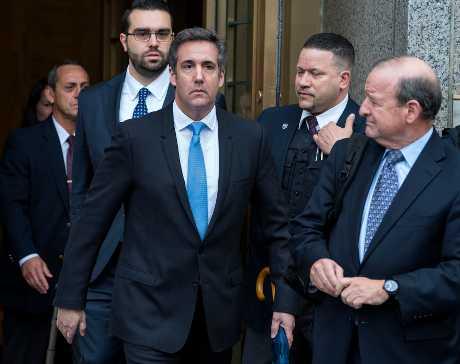 柯恩(中)請求法官限制聯邦檢察部門查看所扣押的文件。AP