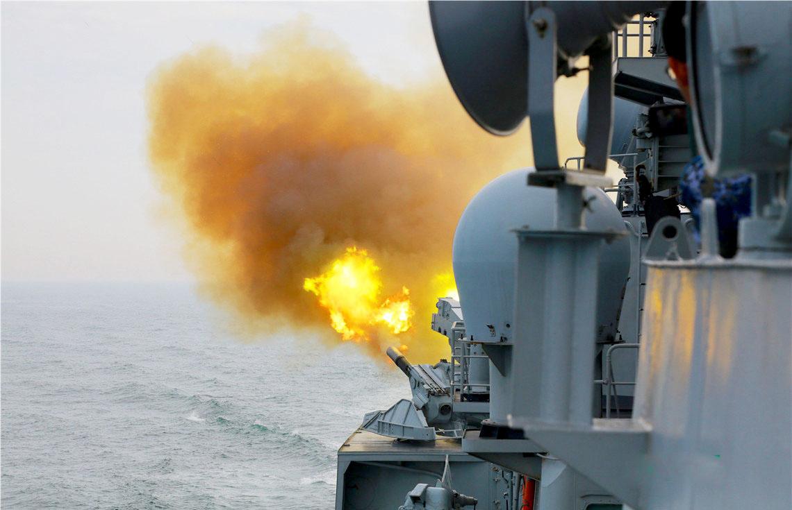 解放軍軍艦副炮射擊。(資料圖片)