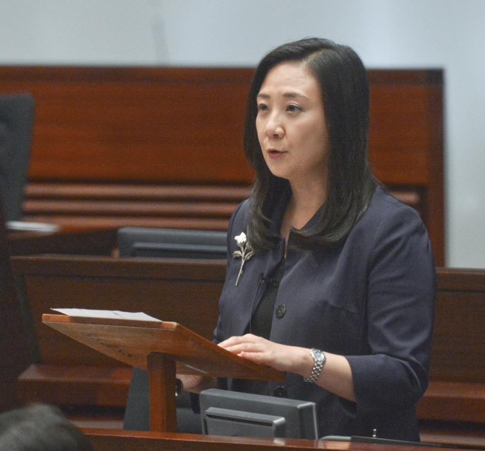 葛珮帆促調查香港寬頻長期保留客戶資料是否合法。資料圖片