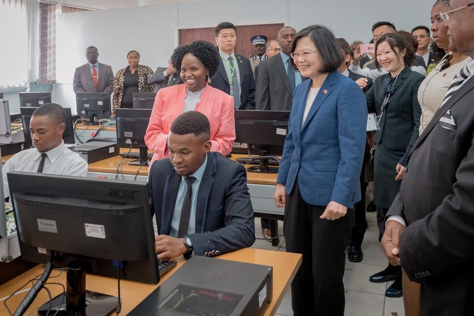 台灣總統蔡英文上任以來首度出訪非洲,為期5天。她昨抵達斯威士蘭。蔡英文fb專頁