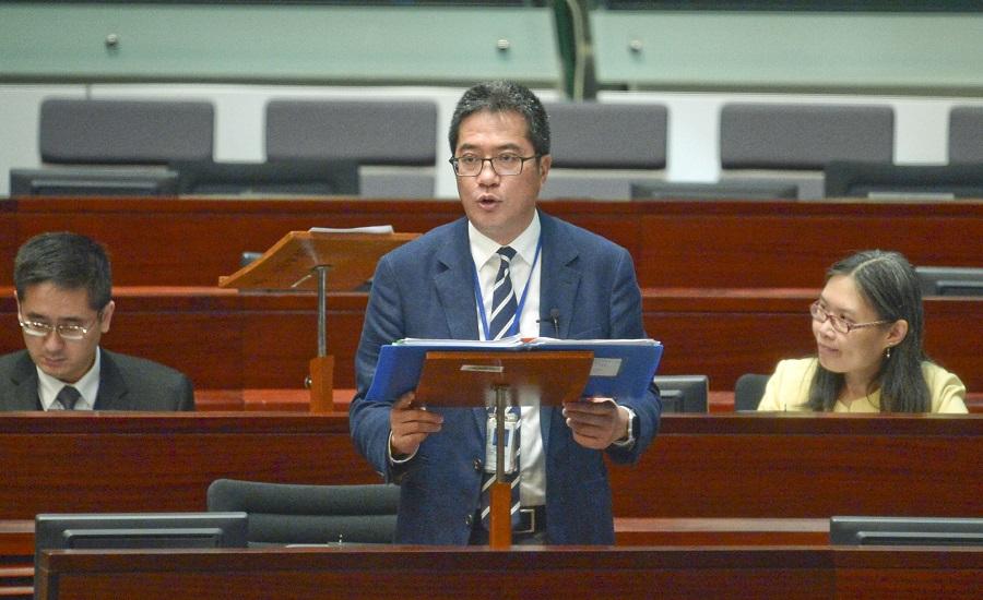 黃偉綸解釋港人港地無禁止轉讓。資料圖片