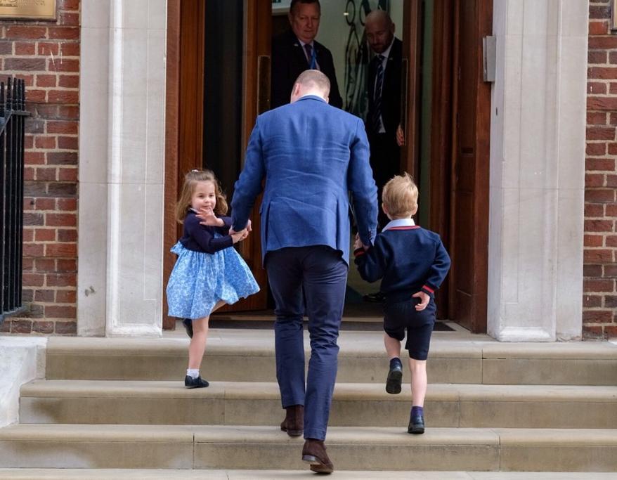 威廉王子帶大仔喬治及二女夏洛特,到醫院探望母親及剛出生的弟弟。(網圖)