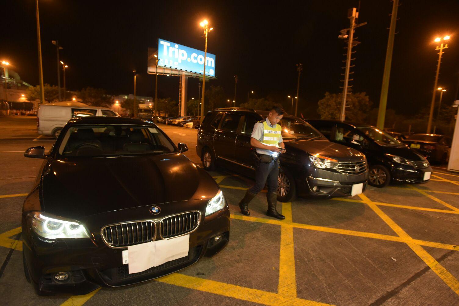 警方放蛇打擊白牌車拘捕3名司機。黃文威攝