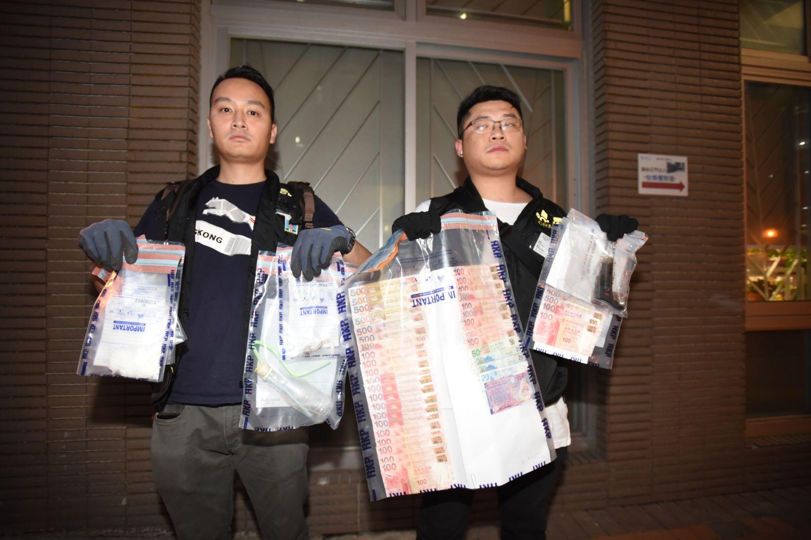 警方檢獲一批證物。尹敬堂攝