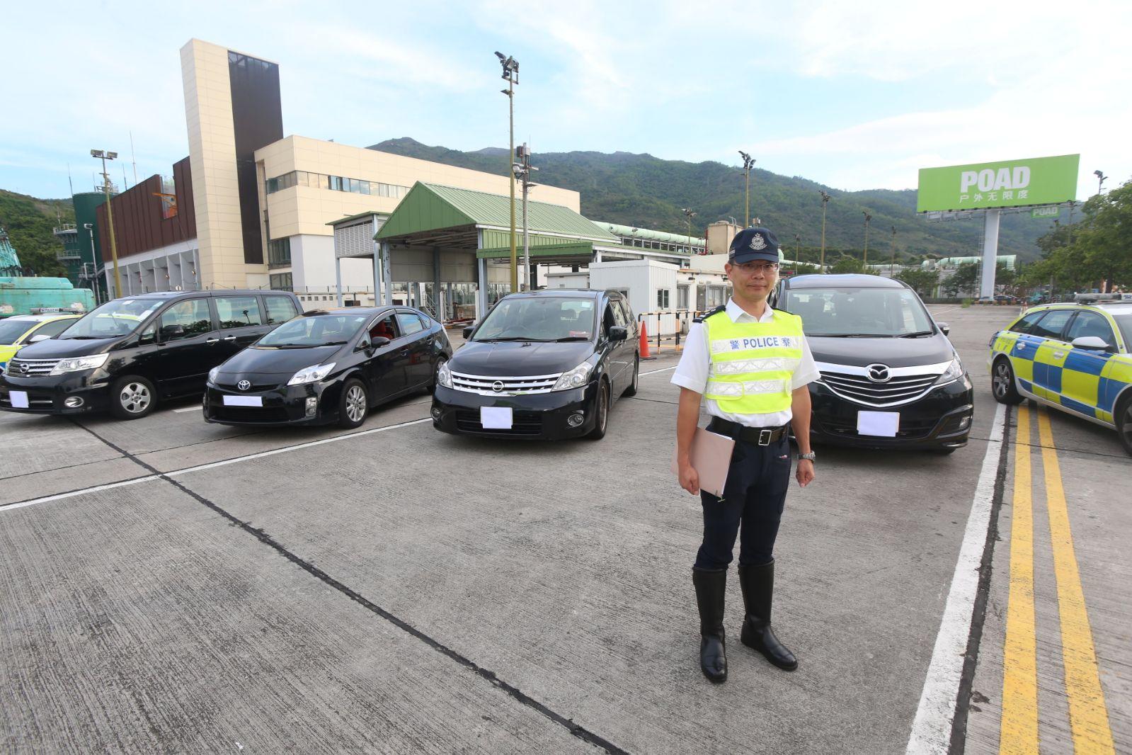 警方機場放蛇打擊無牌私家車載客