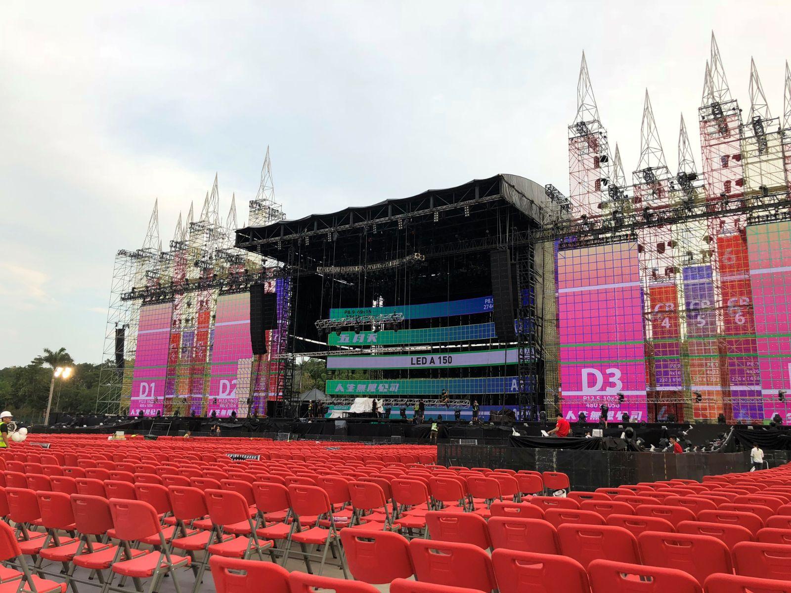 每場足以容納約20000名樂迷一同欣賞。