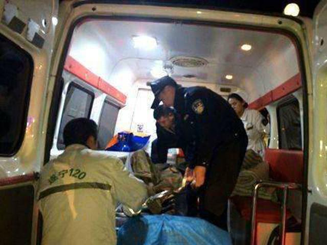 15人飲用過藥酒出現不同程度的不適,均被送往醫院搶救。 網圖
