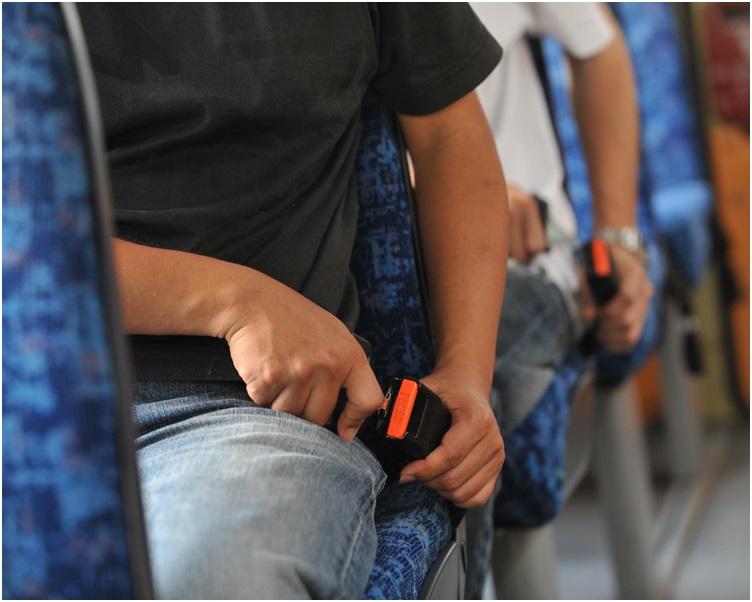 警方派員喬裝乘客採取行動。
