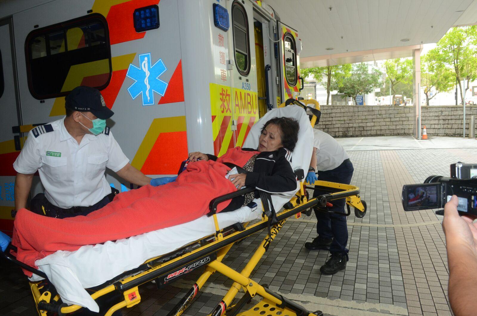 傷者送院治理。