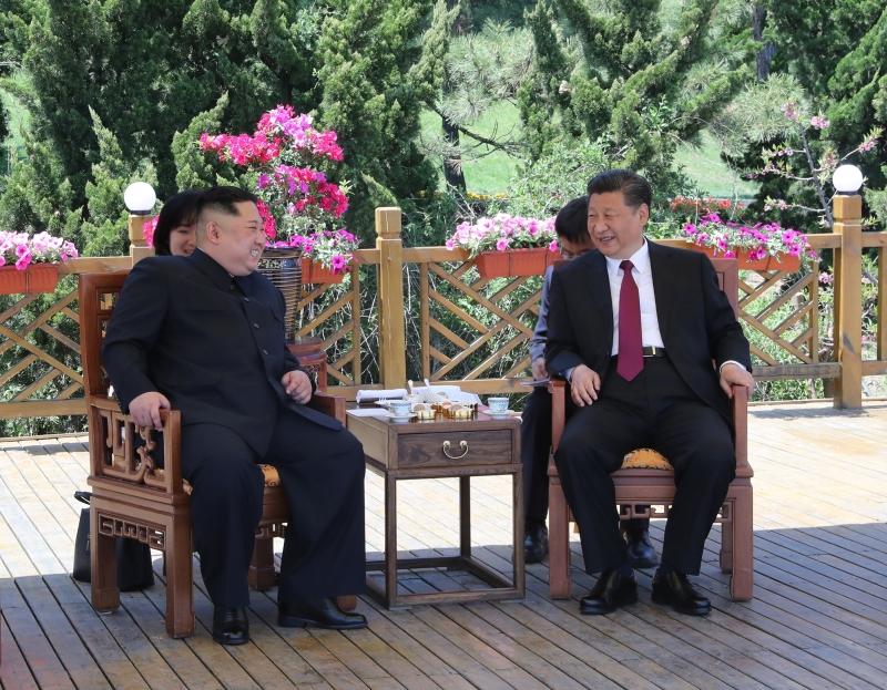 習近平與金正恩在大連會晤。(新華社)